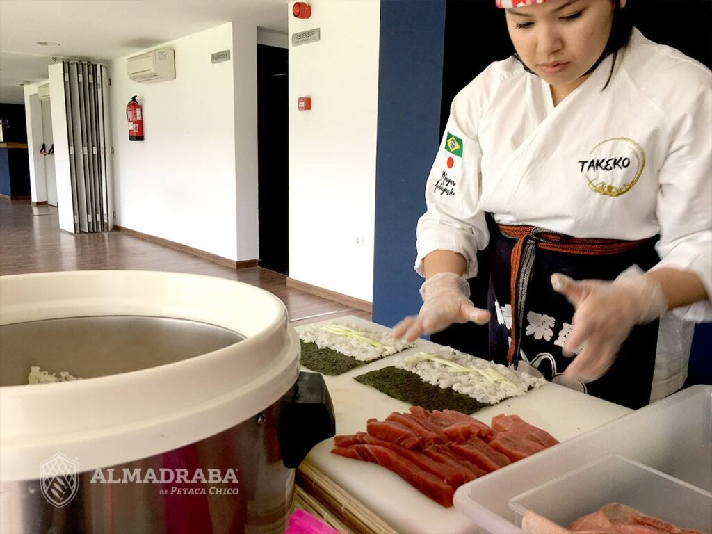 elaborando el tartar de atun rojo